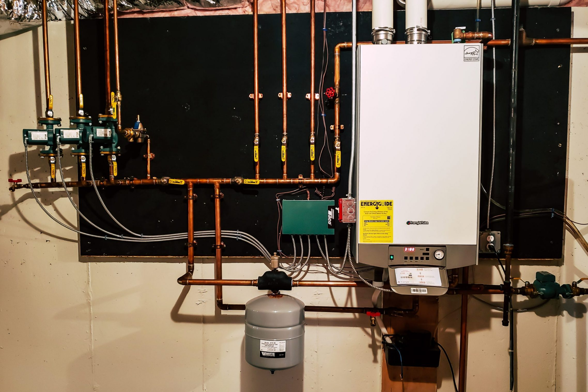 High,Efficiency,Wall,Mounted,Boiler,With,On,Demand,Hot,Water